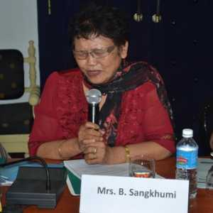 Mrs. Sangkhumi speaking at the event