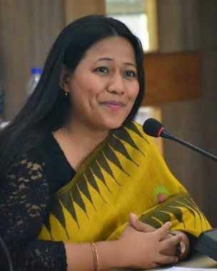 Binalakshmi Nepram speaking at one of premier women's colleges,Lady Sriram #LSR on Women,War,Weapons & Militarisation~ Our efforts in NE to bring peace - 1 April 2017